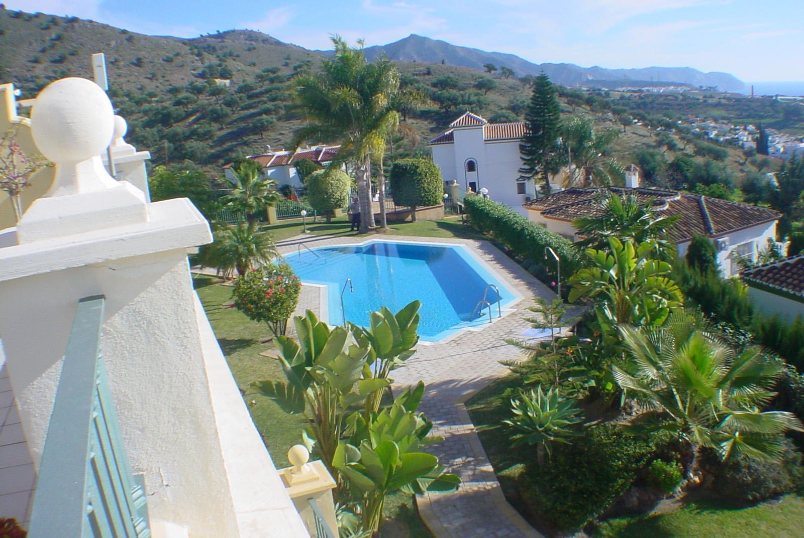 Swimming Pool Project Management : Edificio bellavista eurosur project manager
